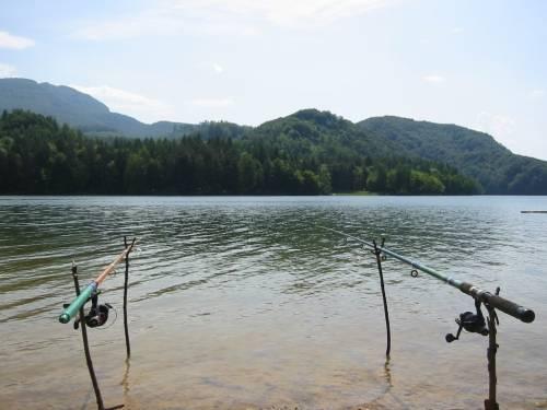 Рыбалка на живописном озере