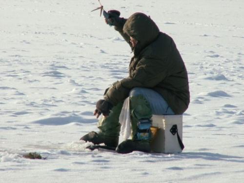 Для некоторых рыбаков зима является любимой порой года