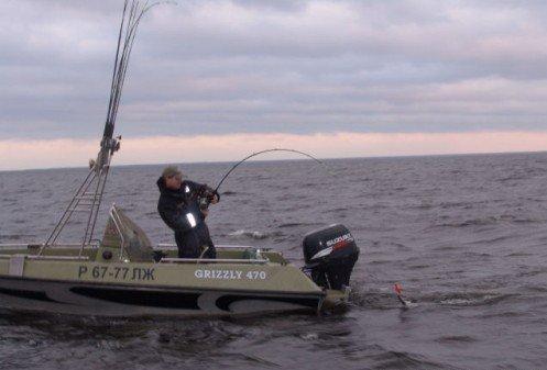 Ловля рыбы с катера