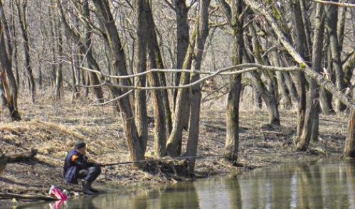 Ловля рыбы с берега во время половодья
