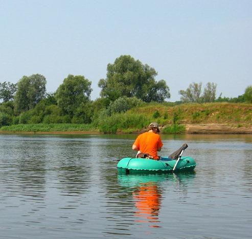 Рыбная ловля сплавом по реке