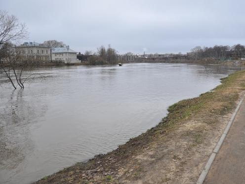 Снижение уровня воды в реке