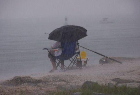 Рыбная ловля в дождь