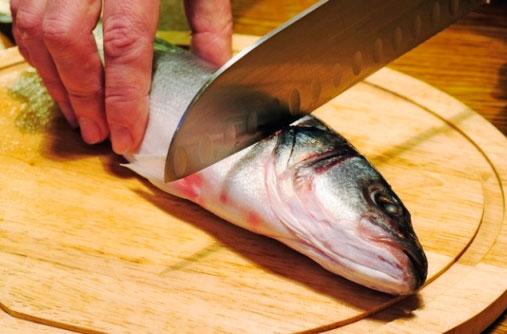 На самом деле чистить рыбу не сложно