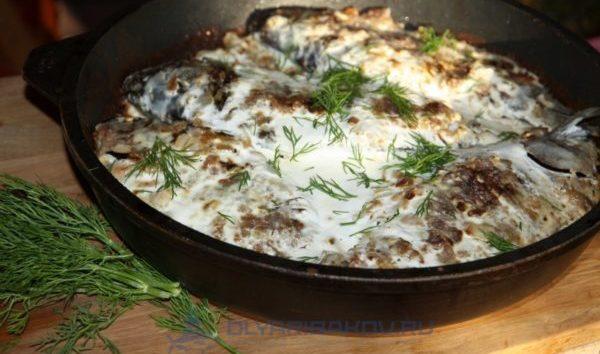 Караси в сметане: рецепты на сковороде и в духовке