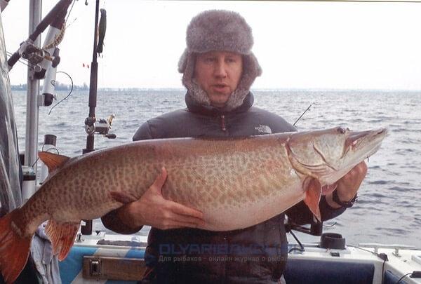 Майкл Форжон и трофей длиной 130 см